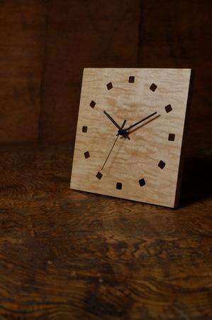 001、銘木の置き時計「こまど」.jpg