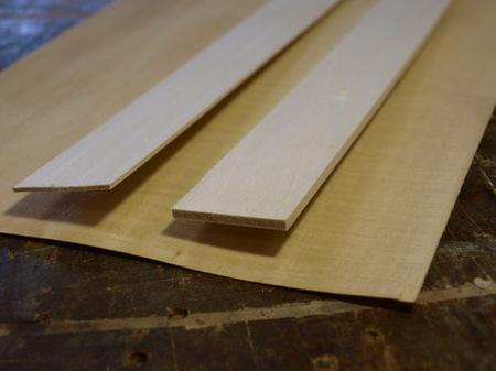 004、シナの無垢材と突き板.jpg