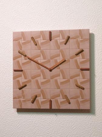 004、木口寄木の時計「つむぎ」トドマツの木の壁掛け時計.jpg