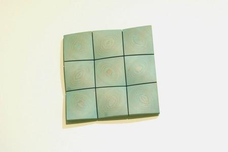 004、清明幼稚園の木のレリーフ「つみきとんだ」.jpg