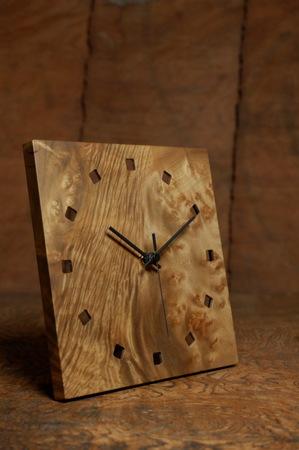 008−1、シンプルなデザインの時計.jpg