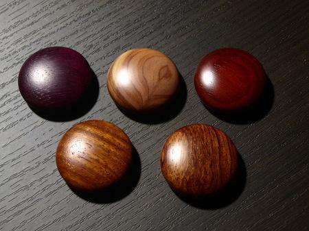 051、赤系の銘木のマグネット−4.jpg