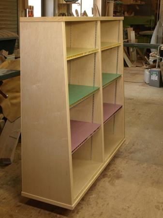 001、のえる小児科の本棚.jpg