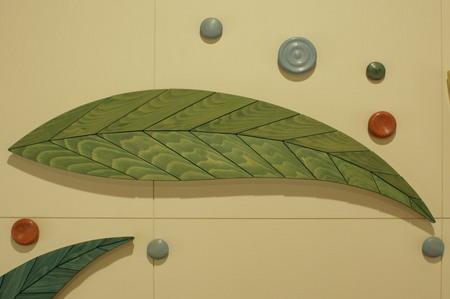 004、置戸小学校、木のレリーフ「循」葉ーA.jpg