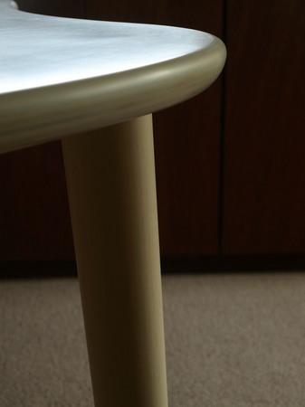 028、シナ積層合板の天板と白樺の足.jpg