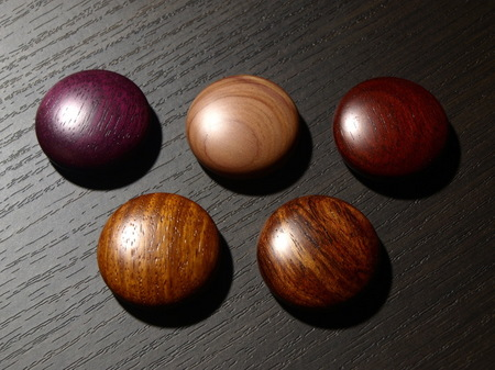 048、赤系の銘木のマグネット−1.jpg
